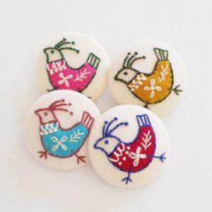 クルミボタンの刺繍